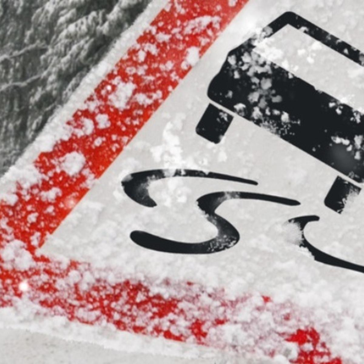 Verschneite Schilder & Markierungen